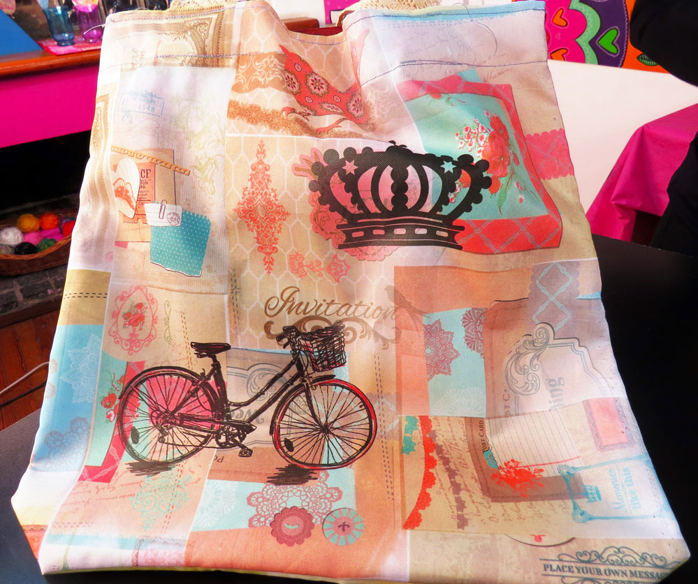Bolso con estampado collage
