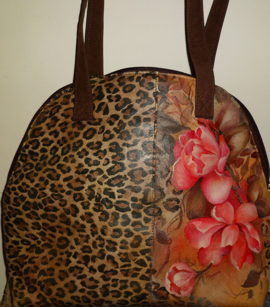 Cartera de cuero con animal print