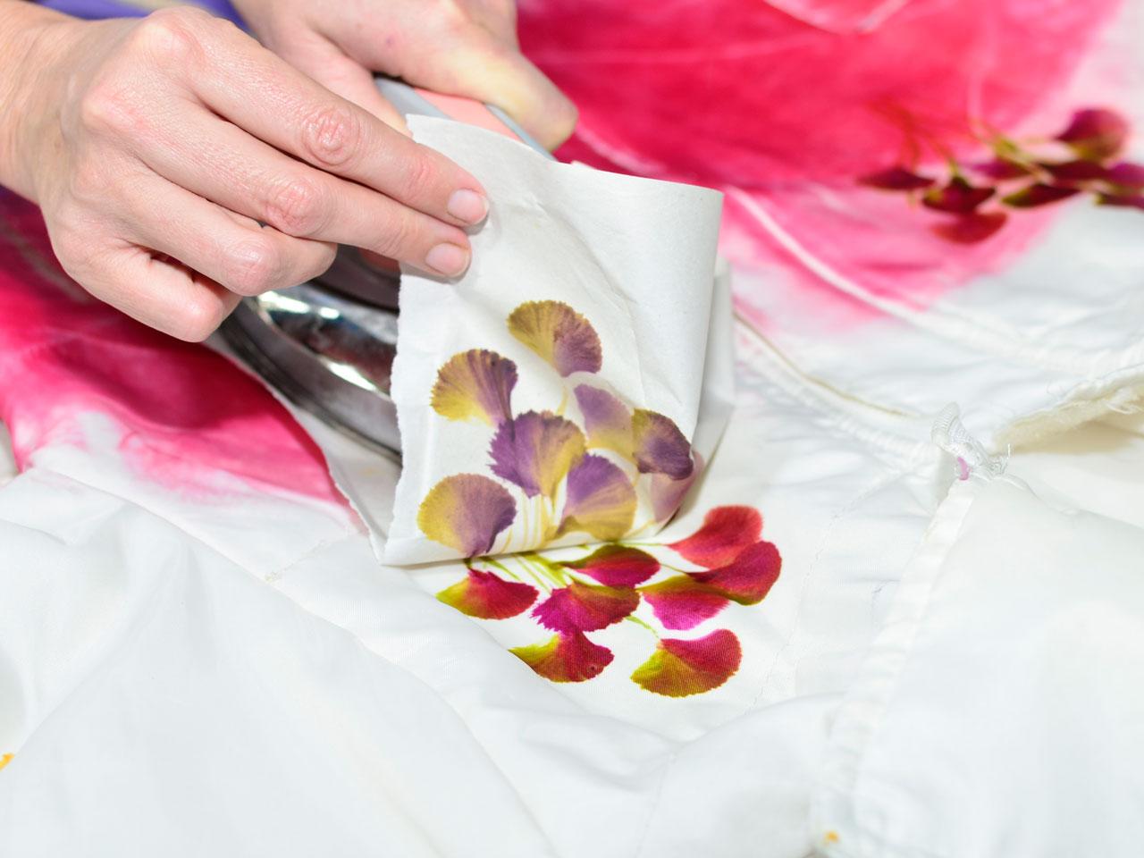 6- Animate a sublimar alguno que quede un poco sobre un fondo de color y otro poco sobre el blanco de la tela.