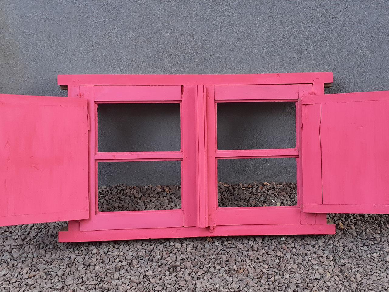 6- En este caso, Gabi aplicó un mismo color a toda la ventana para luego trabajar las variaciones. Esto quiere decir que el Sandía funcionó como base de todo el juego cromático.