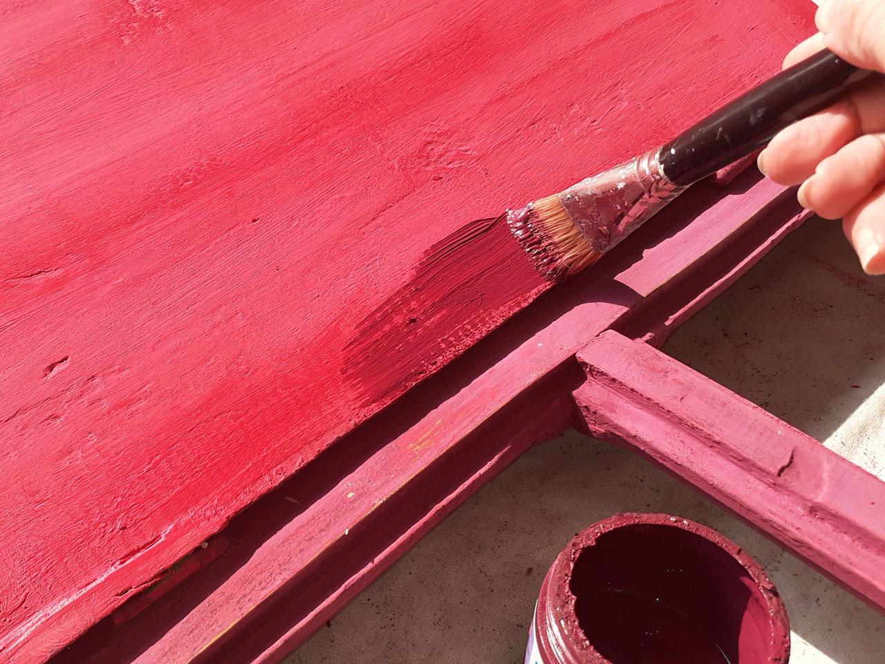 4- Gabi también pintó de este color el interior de los postigos (para marcar con color una diferencia entre las partes internas y externas).